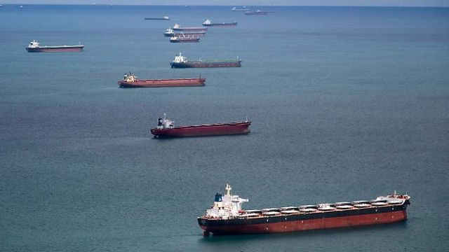 Chinese ships line up for cheap coal off Australian Port