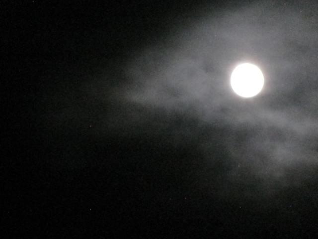 A cloudy Super Moon